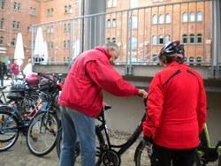 Fahrradkontrolle vor dem Start